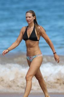 Anna Torv en Bikini [2000x3000] [314.41 kb]