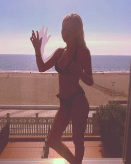 Charlotte Vega en Bikini [1080x1352] [224.28 kb]