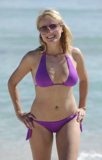 Jewel Kilcher in Bikini [1920x3000] [375.78 kb]