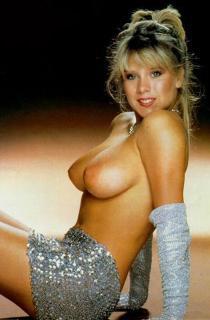 Samantha Fox en Playboy Desnuda [420x640] [39.63 kb]
