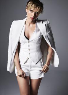Scarlett Johansson en Cosmopolitan [1152x1601] [282.36 kb]