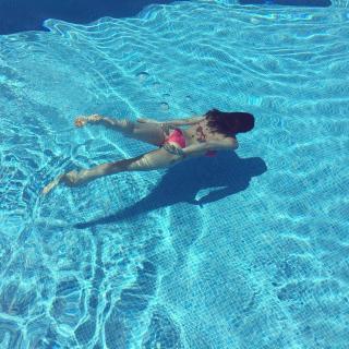Helen Lindes en Bikini [1080x1080] [453.63 kb]