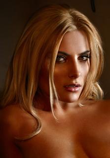 Sophia Thomalla en Playboy [867x1244] [233.03 kb]