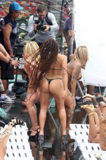 Anitta en Bikini [853x1280] [271.59 kb]