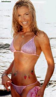 Federica Panicucci en Bikini [640x1100] [102.42 kb]
