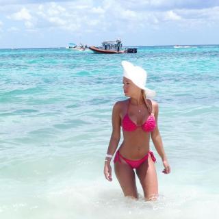 Laura Gadea en Bikini [1080x1080] [166.88 kb]