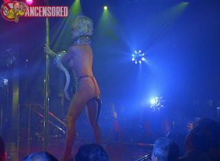 Barbara Alyn Woods en Striptease Desnuda [800x589] [75.71 kb]
