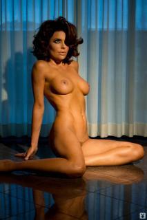Lisa Rinna in Playboy Nuda [1068x1600] [124.27 kb]