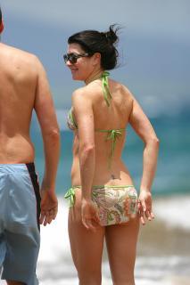 Alyson Hannigan in Bikini [2400x3600] [718.59 kb]