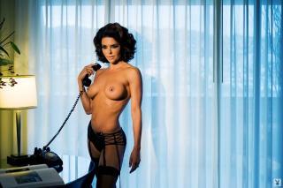 Lisa Rinna in Playboy Nuda [1600x1068] [152.23 kb]