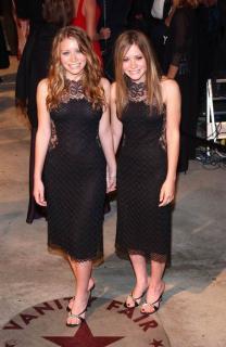Mary-Kate y Ashley Olsen [457x700] [56.14 kb]
