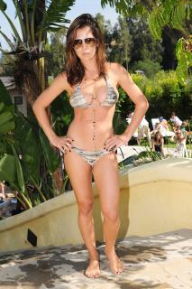 Kelly Monaco en Bikini [2100x3150] [1052.76 kb]