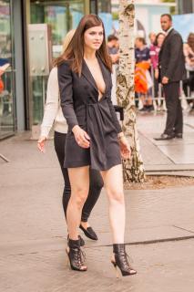 Alexandra Daddario [1440x2160] [606.78 kb]