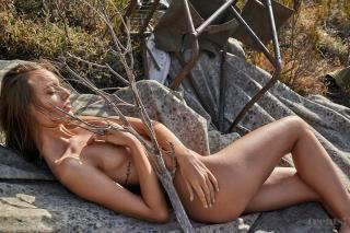 Maya Stepper en Treats! Magazine Desnuda [1000x667] [256.09 kb]