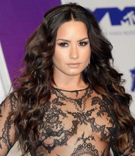 Demi Lovato [2100x2431] [1712.69 kb]