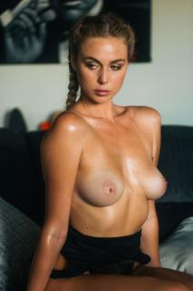 Paige Marie Evans en Topless [960x1440] [307.07 kb]