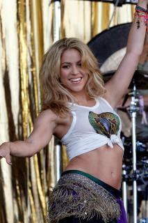 Shakira [900x1350] [207.11 kb]