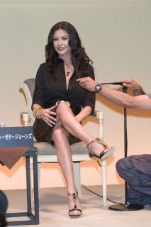 Catherine Zeta Jones [2006x3000] [419.23 kb]