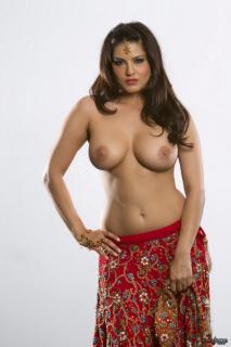 Sunny Leone Desnuda [960x1440] [139.03 kb]