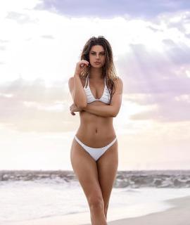 Hannah Stocking en Bikini [1080x1280] [101.96 kb]