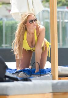 Chloe Meadows en Bikini [2000x2880] [807.01 kb]