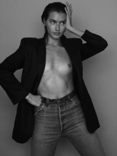 Jessica Clements Desnuda [1440x1920] [401.77 kb]