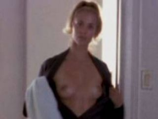 Video Elizabeth Berkley Desnuda - Moving Malcolm (2003)