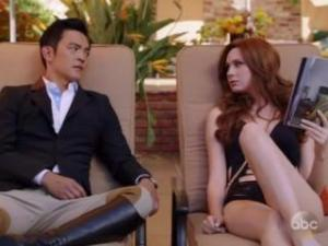 Video Hayley Marie Norman And Karen Gillan In Selfie S01E05