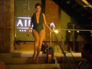 Video Debra Messing In Detective Laura Diamond S01E01