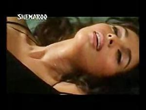 Video Hot Mallika Sherawat Showing Boobs