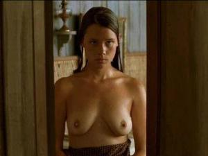 Video Astrid Berges Frisbey Desnuda - Un Barrage Contre Le Pacifique (2008)