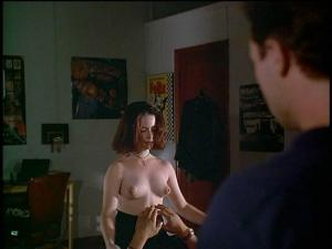 Video Holly Marie Combs Desnuda, Tetas - A Reason To Believe (1995)