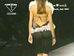 Video Adriana Lima See Through Top On Runway