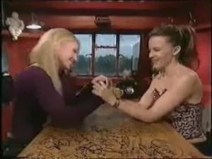 Video Geri Halliwell & Kylie Minogue - Arm Wrestling & Lesbian Kiss