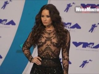 Video Demi Lovato See-Through At The Mtv Vmas 2017