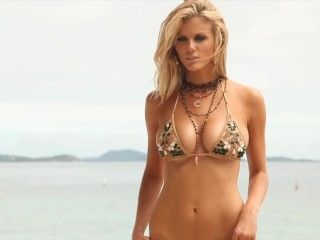 Video Brooklyn Decker Sexy, Bikini - Sígueme El Rollo (2011)