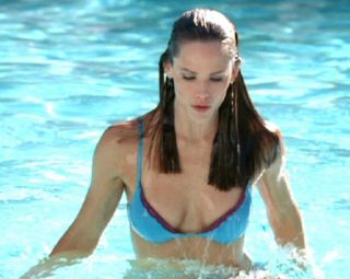 Video Jennifer Garner - Blue Bikini, Alias