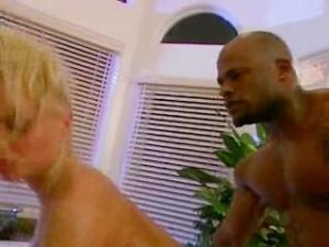 Video Silvia Saint & Mr. Marcus Bathroom Orgy
