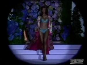 Video Tyra Banks: Runway!!!