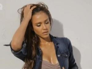 Video Jessica Alba Bikini Photoshoot All Hot And Wet
