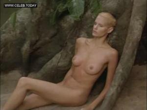 Video Daryl Hannah - Naked In Public, Outdoors -At Play In The Fields Of The