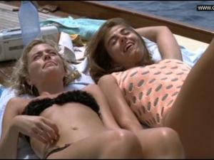 Video Elizabeth Hurley - Topless & Voyeurism - Der Skipper (1999)