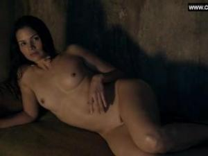 Video Katrina Law Y Un Grupo De Chicas Desnudas En Spartacus