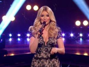 Video Holly Willoughby - Tits Busting Out Of Dress